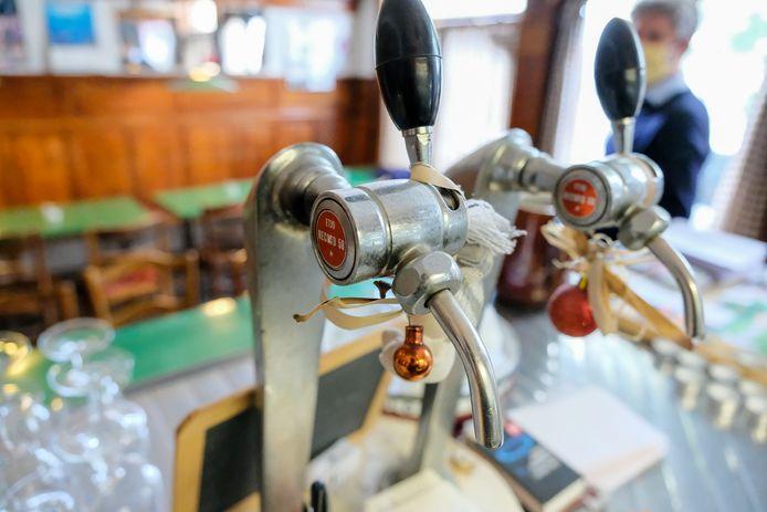 De cafébaas (archieffoto als illustratie) uit Roeselare liep twee keer tegen de lamp in amper een half uur tijd.