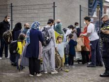 Asielopvang zit propvol: 'Alles op alles om crisisnoodopvang op veldbedden in sporthallen te voorkomen'