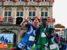 Goudse sportkleding van gebruikte vlaggen slaan aan: kom maar op met die reclamedoeken en strandvlaggen!