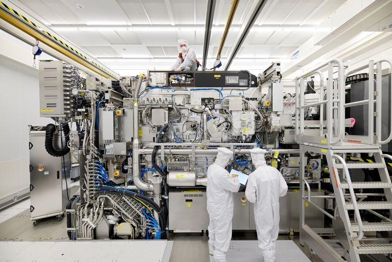 De chipmachine van ASML.  Beeld Bart van Overbeeke Fotografie/ASML