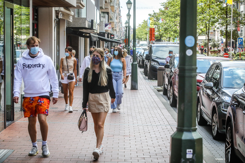 Shoppers in Knokke. Beeld Benny Proot