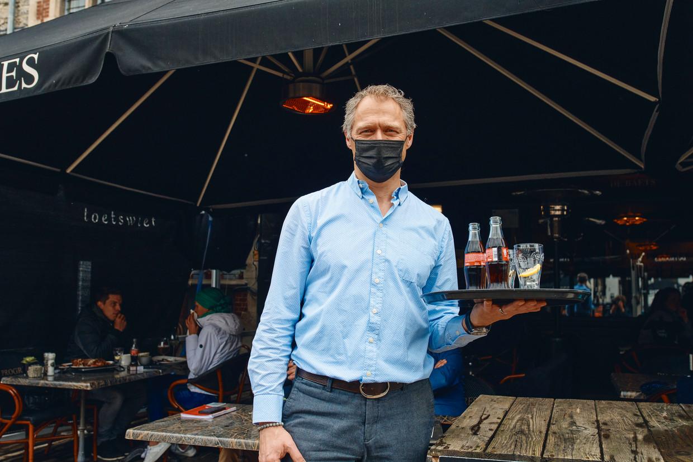 Johan De Baets van restaurant Du Progres aan de Korenmarkt in Gent. 'Mocht het in 2019 zo'n weer geweest zijn, zou hier geen kat gezeten hebben. Maar mensen snakten om dit opnieuw te kunnen doen.' Beeld Thomas Nolf