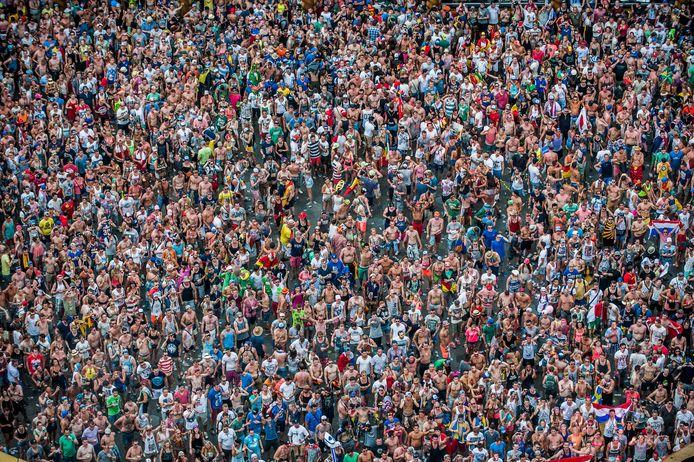 Rassembler des festivaliers par milliers à l'été 2021 paraît irréaliste aujourd'hui, selon Marc Van Ranst (image d'archives, Tomorrowland, 2014)