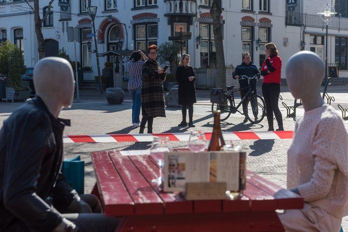 Kaffee Peijnenburg in Geldrop deed begin vorige maand mee aan de paspoppen-actie.