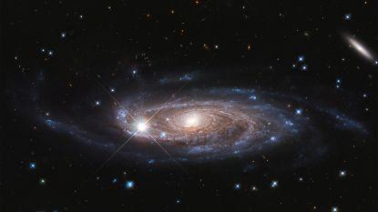 Jarige Hubble-telescoop maakt adembenemende foto van monsterstelsel