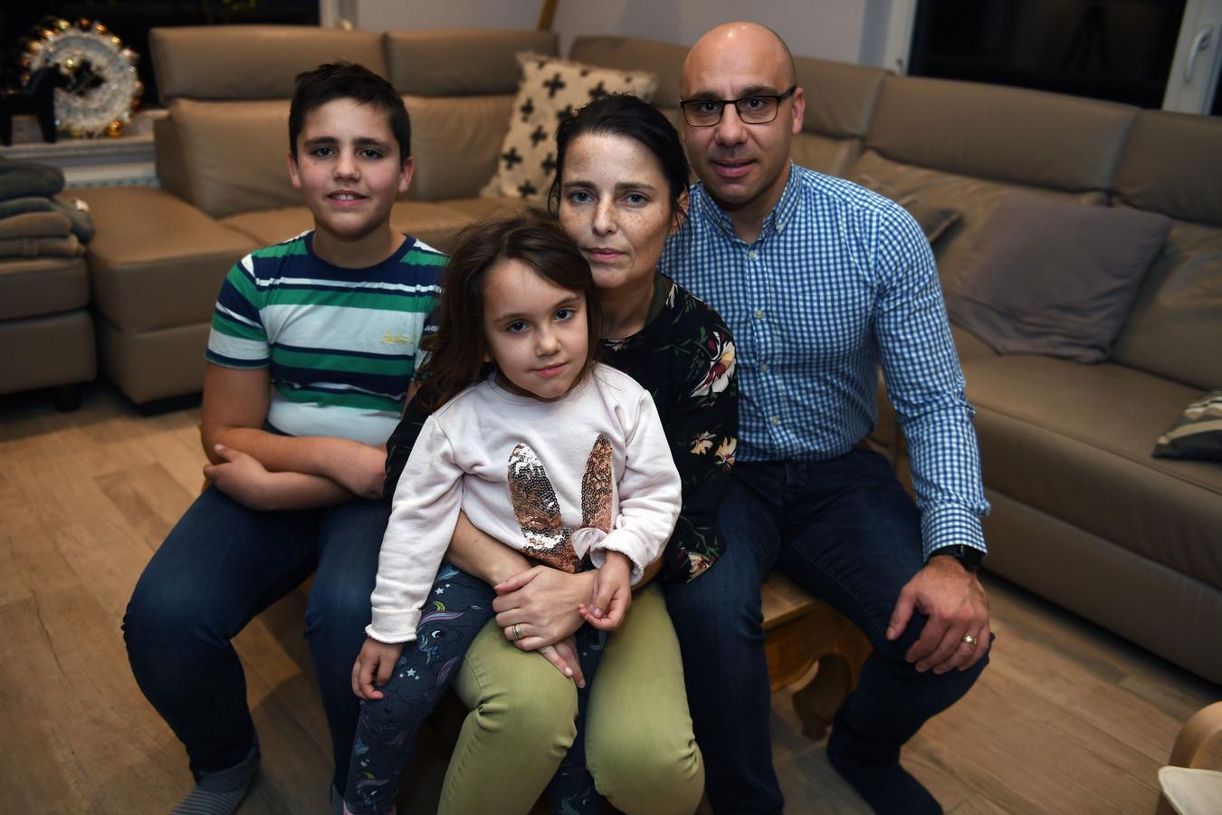 Valentina Grimaldo kreeg gisteren voor de laatste keer het medicijn Vimizim toegediend. Het meisje lijdt aan een zeldzame ziekte en zal de komende weken en maanden verder aftakelen.