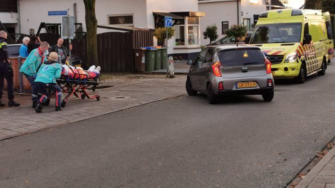 Automobilist rijdt pizzabezorger op scooter aan in Ede