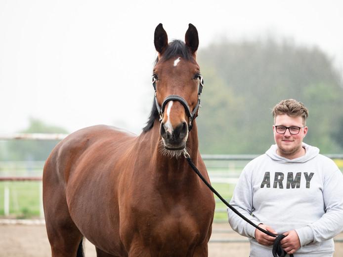 Eigenaar Frans Klos en zijn paard Belle Amie zijn weer herenigd