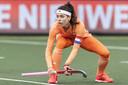 Eva de Goede in actie tijdens de FIH Pro League wedstrijd Nederland - Duitsland in het Wagener Stadion.