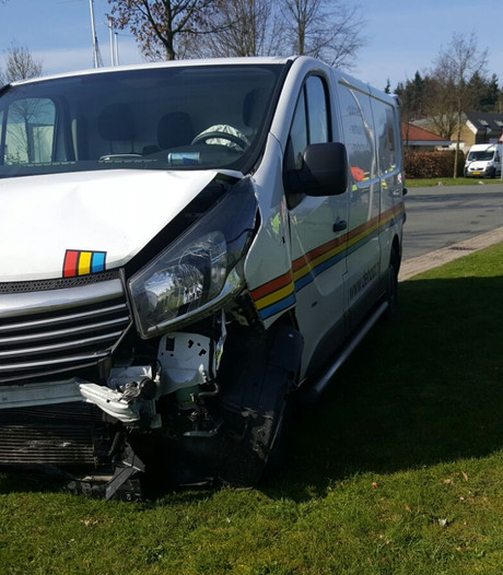 Bestuurder gewond na ongeluk in Enschede