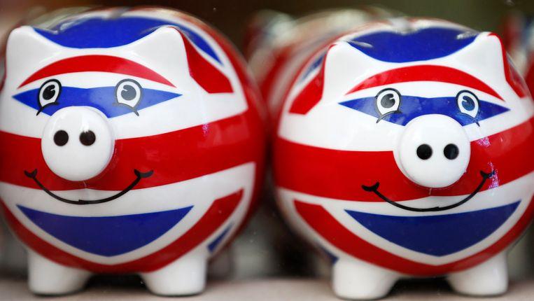 Spaarvarkens met een print van de Britse vlag in een Londense souvenirwinkel. Beeld REUTERS