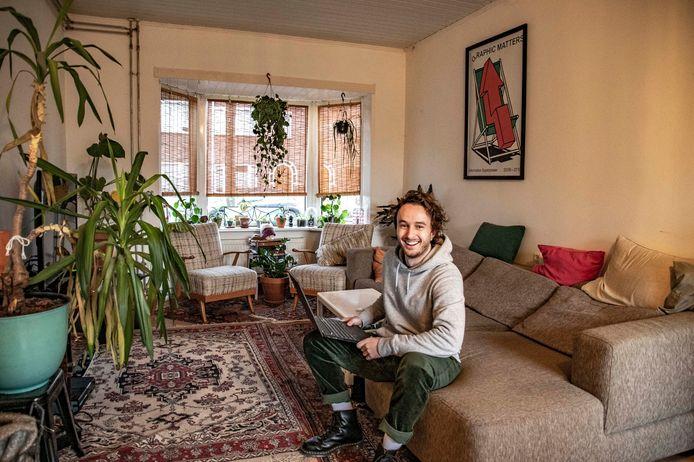 Pieter Verstraten woont nog prima hoor - samen met drie vrienden in een huurhuis -  maar eigenlijk wil hij een woning kopen. Alleen tsja: die overbieders. Daar valt als starter niet tegen op te boksen.