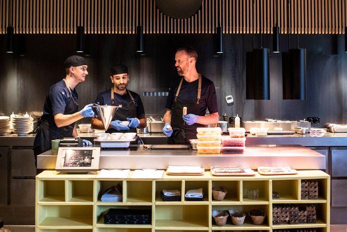 Restaurant De Nieuwe Winkel van Emile van der Staak (geheel rechts op de foto) is uitgeroepen tot tweede beste groenterestaurant van de wereld.