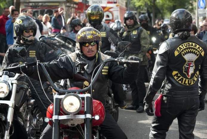 Leden van Satudarah op het Waterlooplein in Amsterdam tijdens een protest vorig jaar tegen het afgelasten van de Harleydagen. foto ANP