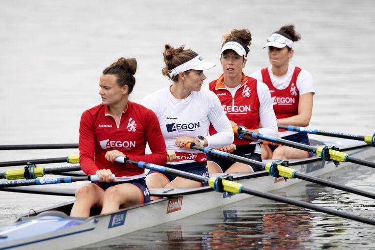 Dubbelvier met vooraan Nicole Beukers, Inge Janssen, Sophie Souwer en Olivia van Rooijen trainen in aanloop naar de WK Roeien in 2019.  Beeld ANP