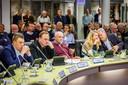 Politici van Steenwijkerland stellen regelmatig vragen aan het college van burgemeester en wethouders. De ogenschijnlijk trage beantwoording van het dagelijkse gemeentebestuur zorgt voor ergernis.