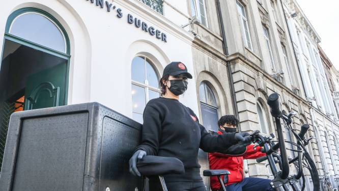 """Populair burgerrestaurant Johnny's Burger vanaf nu ook in België, Gent krijgt primeur: """"Ons aanbod is volledig halal"""""""