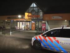 Jonge mannen op de vlucht na overval op snackbar in Arnhem, medewerker gewond geraakt