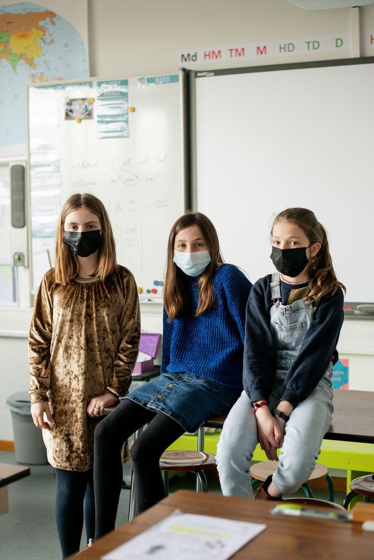 Billie, Elise en Elisabeth (v.l.n.r.) zitten in het zesde leerjaar in de GeBo-school in Bonheiden. Beeld Tim Coppens