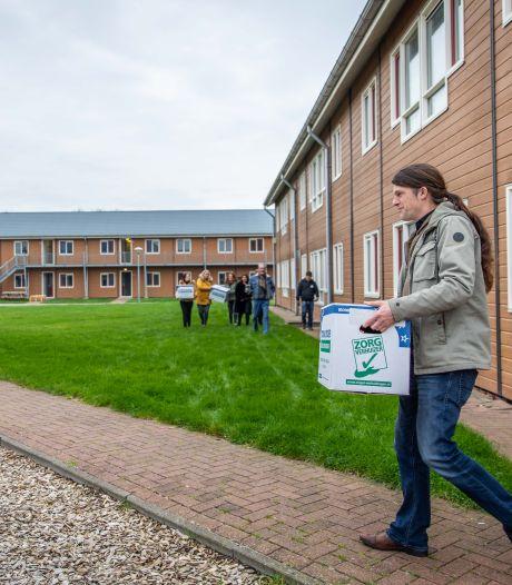 Arbeidsmigranten in 's-Heerenhoek gaan 12 uur per dag, 14 dagen aan een stuk werken. Directeur: 'Ze willen 's avonds gewoon rust'