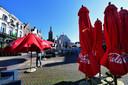 De Markt in Roosendaal vol parasols