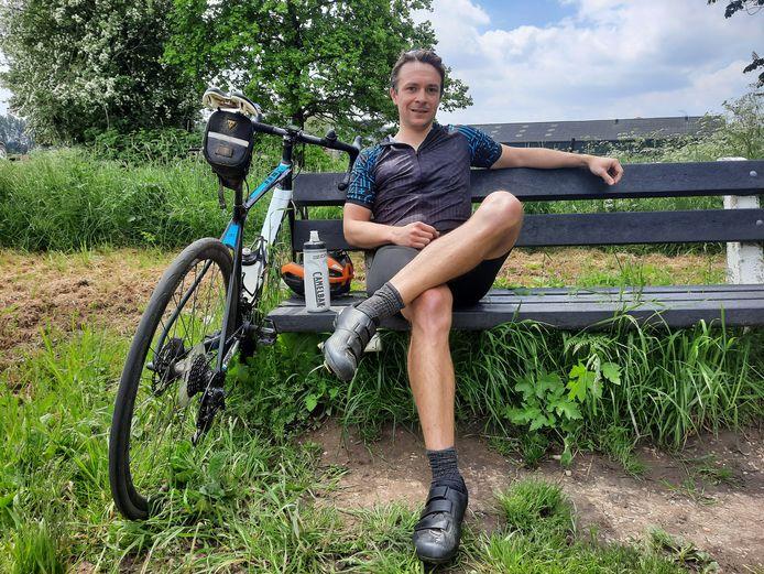 """Wageninger Rob Smith fietst vaak een rondje door de Betuwe. ,,Het is hier gemoedelijk. Niemand lijkt haast te hebben."""""""