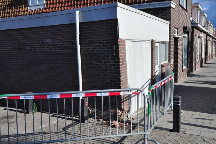 Auto vliegt uit de bocht in Waalwijk.