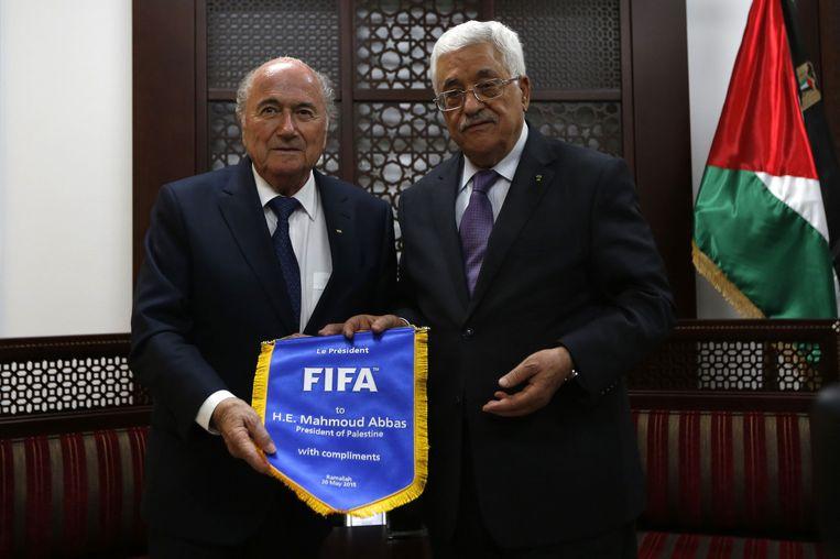 Palestijns president Mahmoud Abbas en Sepp Blatter, FIFA-voorzitter. Beeld AP