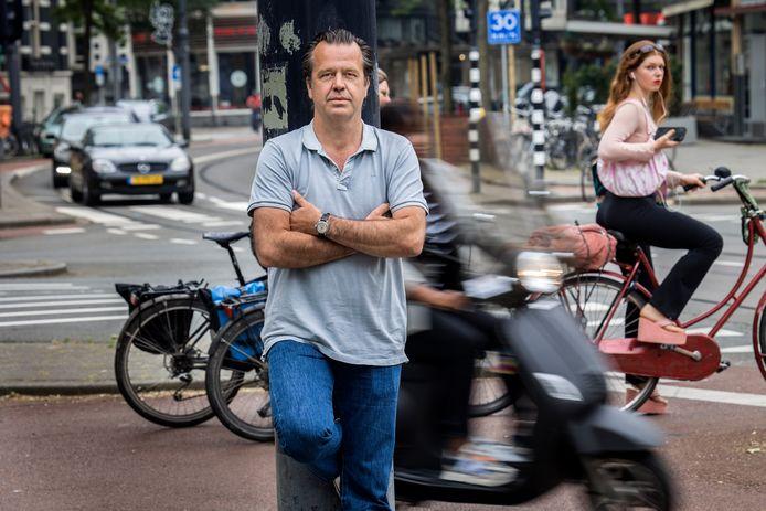 De Maasstad is het decor voor de thriller van de Rotterdamse onderzoeksjournalist Bas Haan. 'Ik hou van die stad'