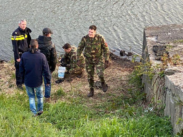 Het leger was ook aanwezig bij de vondst.