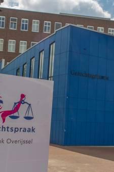 Medewerkster rechtbank Almelo ontslagen: neusde in vertrouwelijke gegevens buren