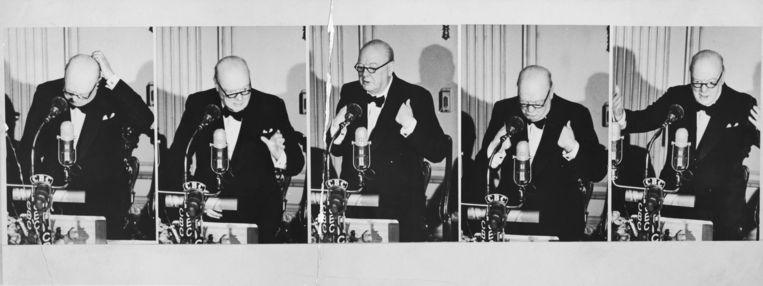Churchill houdt een speech over wereldvrede tijdens een banket dat voor hem werd gegeven in Chateau Laurier, Ottawa, Canada, op 16 januari 1952.  Beeld Getty