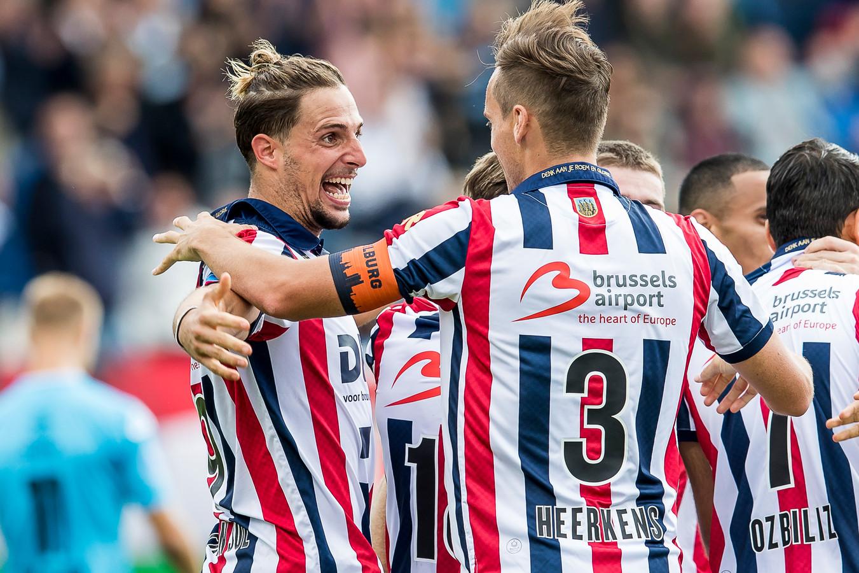 Freek Heerkens viert de treffer van Fran Sol met de hoofdrolspeler.