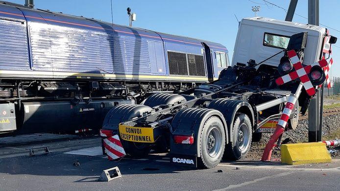 Het ongeval gebeurde aan de overweg langs de Margareta van Oostenrijkstraat.