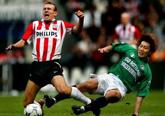 Arjen Robben in duel met Feyenoord.