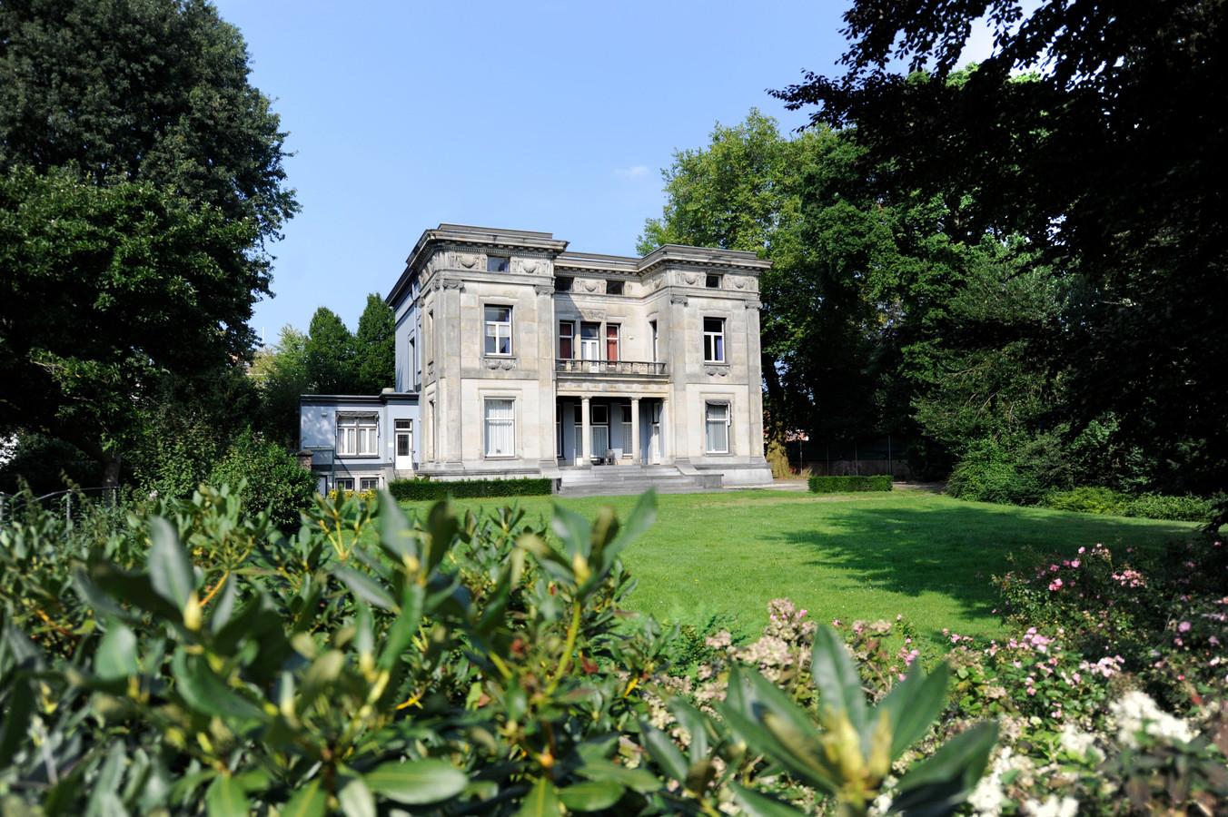 Villa De Wiem aan de Hengelosestraat waar Tactus 22 drank- en drugsverslaagden wil huisvesten.