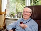 Vlaardinger (105) oudste met een lintje: 'Deed op 101e nog vrijwilligerswerk'