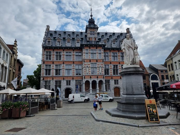 Een 'klassiek beeld' van de Grote Markt in Halle. Maar de stadsinstagrammers mogen dus wel hun creativeit bot vieren.
