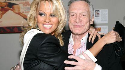 """Pamela Anderson onthult de geheimen van de Playboy Mansion: """"Hugh had seks met zeven meisjes terwijl ik toekeek"""""""
