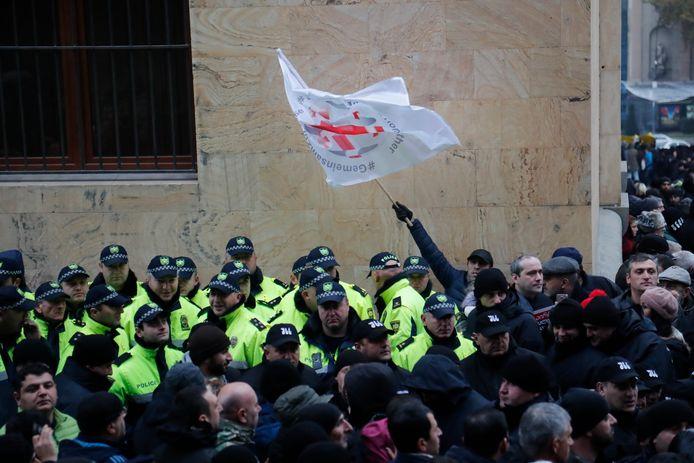 Manifestation de l'opposition devant le Parlement à Tbilissi.