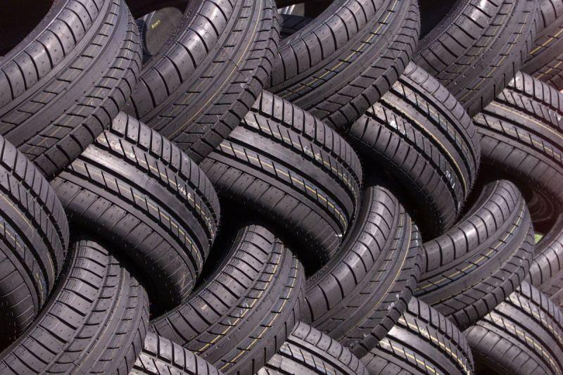 Autobanden zorgen voor meer fijnstof dan moderne benzine- en dieselmotoren, zo blijkt uit onderzoek
