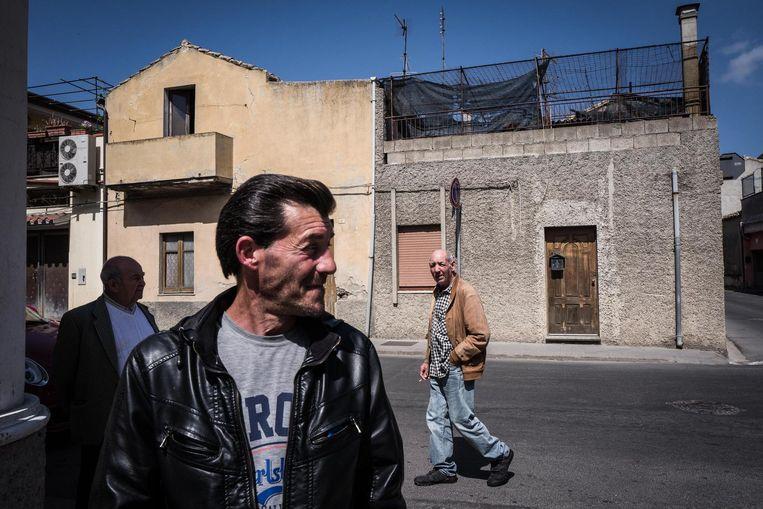 In Maracalagonis, een dorp op Sardinië, is de werkloosheid twee keer zo hoog als het Europees gemiddelde. Ook Antonio (49) zit zonder werk. Hier stemde 85 procent van de kiezers tegen Renzi's voorstellen bij het referendum van vijf maanden geleden. Beeld Nicola Zolin / de Volkskrant