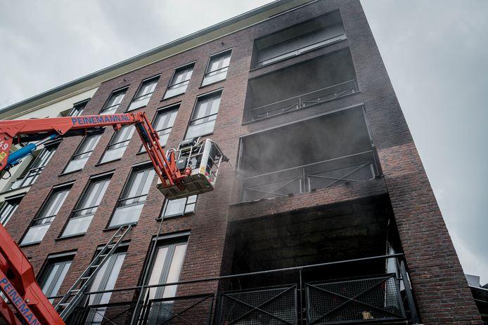 De reinigingswerkzaamheden bij de Eschtoren in Delden zijn afgerond. Na een laatste technische inspectie kunnen bewoners vanaf dinsdag groepsgewijs terug naar hun woning.