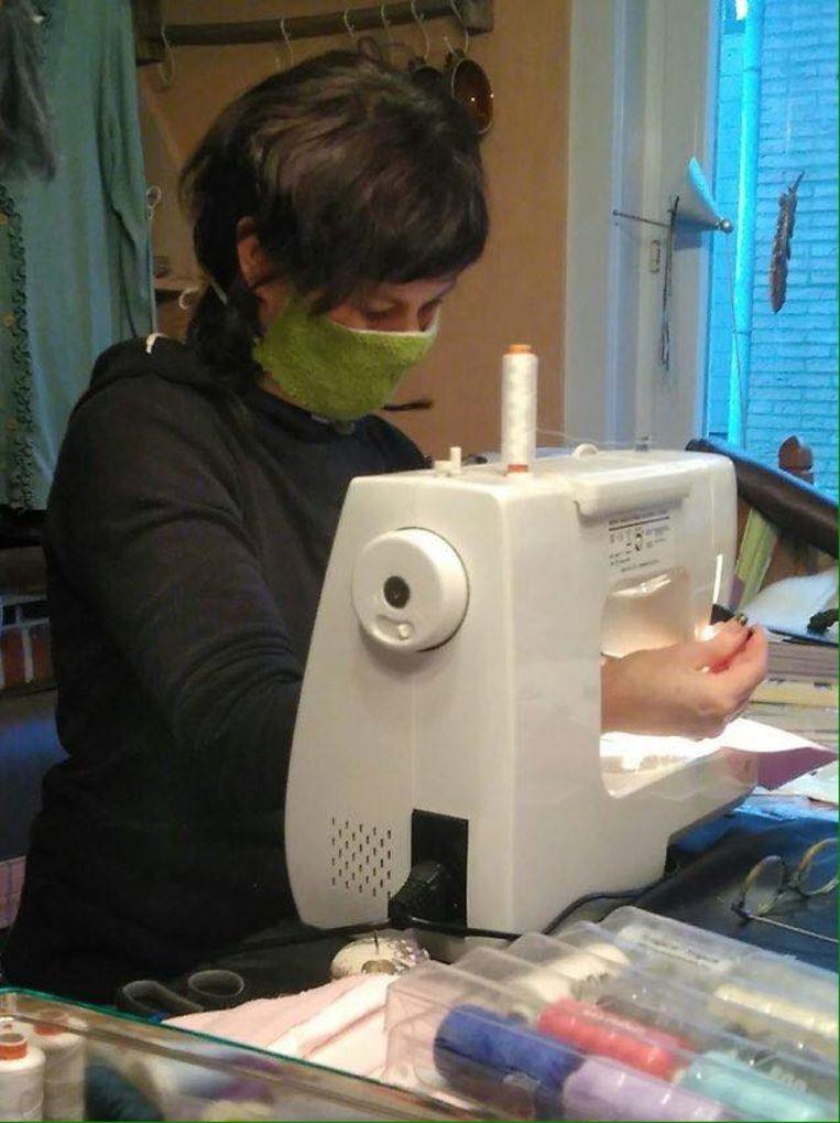 Keramit open huis is volop bezig met mondmaskers te maken voor de ziekenhuizen.