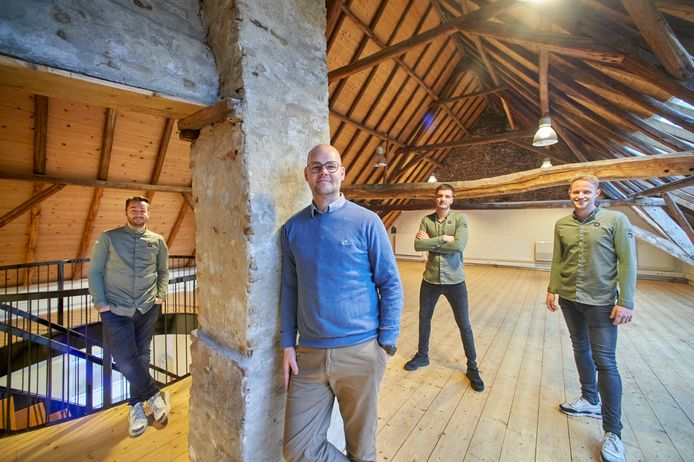Het team van Quisine op de eerste verdieping van het pand aan de Peperstraat. Vlnr: Jimmy Szalai, Robin Wijnen, Ko van der Vloet en Gijs van den Heuvel.