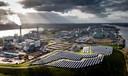 Het zonnepark op het HVC-terrein aan de Baanhoekweg in Dordrecht.