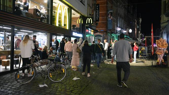 Man slaat studente (22) knock-out op Oude Markt in Leuven
