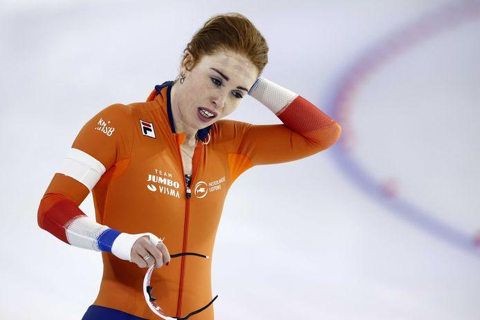 Antoinette De Jong pakt goud op de 3000 meter bij de WK afstanden.