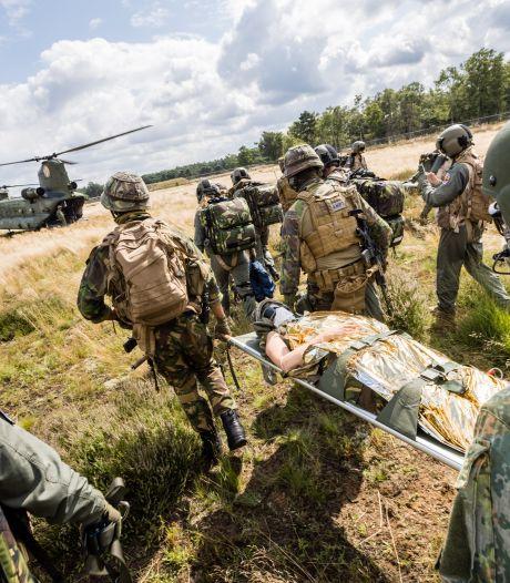 Militaire artsen oefenen geneeskracht op de hei bij Kamp de Kiek: 'De spanning is hoog, en dat is de bedoeling'
