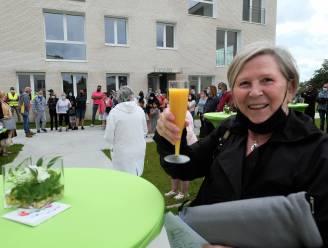 Sleutel en drankje voor nieuwe huurders van sociale woonsite Akkerbloem in Willebroek